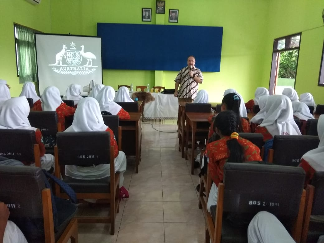 LEARNING ENGLISH WITH MR. RUSSEL